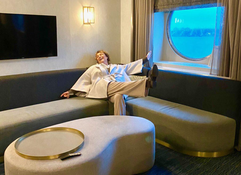 M/S FInlandian Captains Loungen sohvala mahtuu vaikka