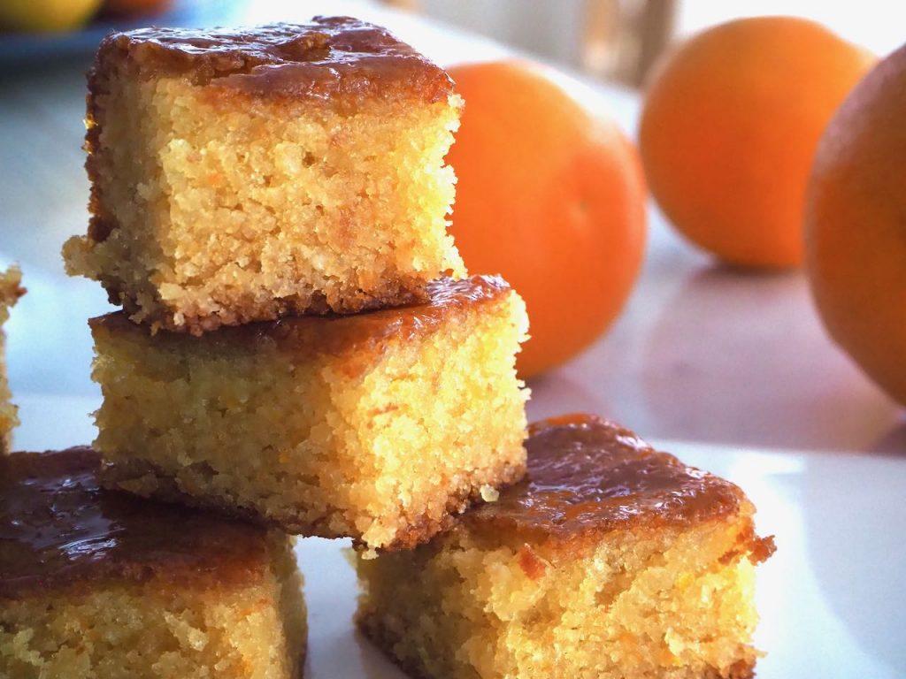 Marokkolainen appelsiinikakku on mehevä ja gluteeniton.